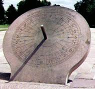 O gnômon é a parte do relógio solar que possibilita a projeção da sombra. Favorino relata que Anaximandro de Mileto foi o inventor do gnômon. No entanto, segundo Heródoto, teriam sido os babilônios: os gregos adquiriram dos babilônios o conhecimento da esfera celeste, do gnômon e das doze partes do dia. Anaximandro de Mileto terá sido assim, possivelmente, apenas o introdutor do gnômon na Grécia. Na China, Shen Kuo melhorou e aferiu o gnômon.