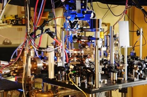 Foto mostra o relógio atômico ultra estável fabricado por cientistas americanos.